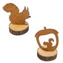 Ecureuil en métal sur une tranche de bois