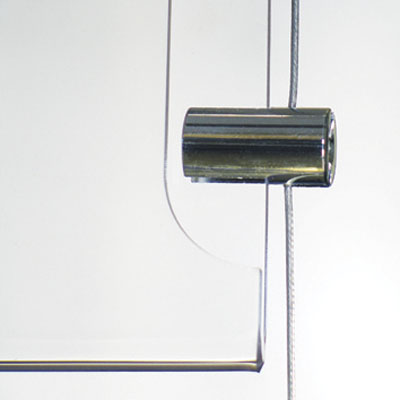 Présentoir porte-affiches sur câbles