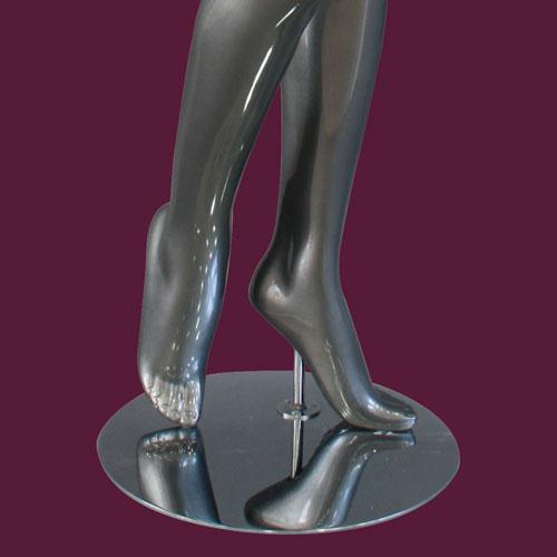 Mannequin femme, finition laquée, jambe droite pliée