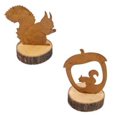 Écureuil en métal sur une tranche de bois